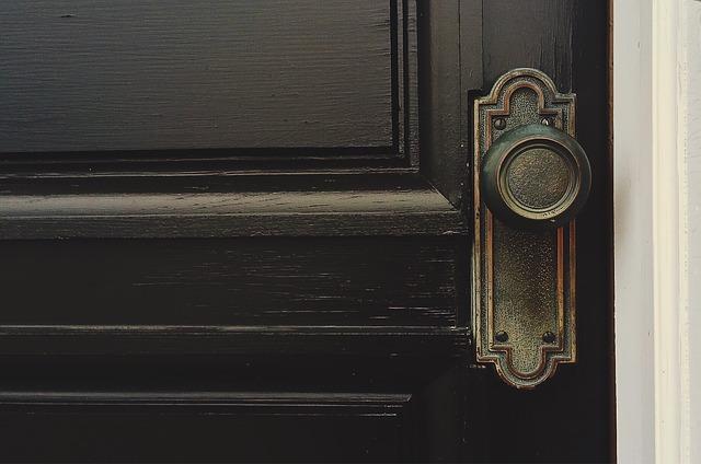 דלתות כניסה עתיקות איפה לקנות?