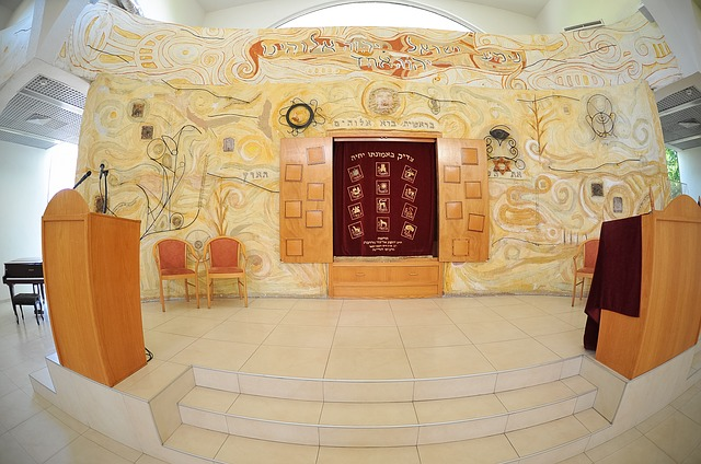 תכנון בימה מרכזית לבית כנסת