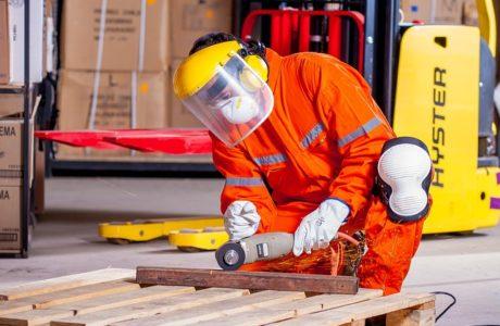 בטיחות בתהליכי ייצור ציוד לתעשיה ומפעלים
