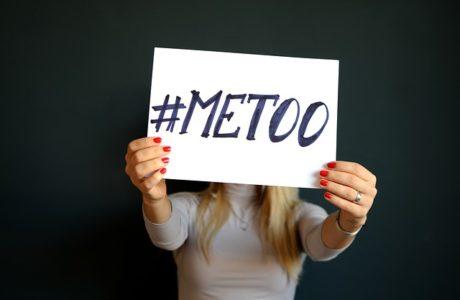 כיצד מגדיר החוק הטרדה מינית
