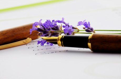 מדוע מומלץ לחלק עטים ממותגים בכנסים