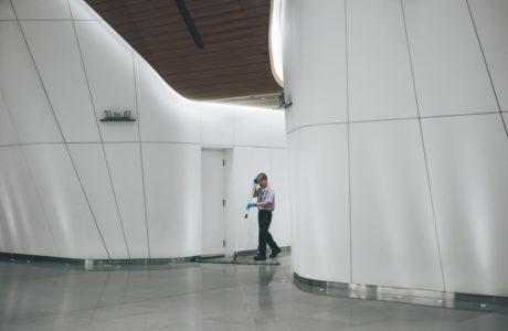 מה ההבדל בין שירותי ניקיון משרדים קטנים לגדולים